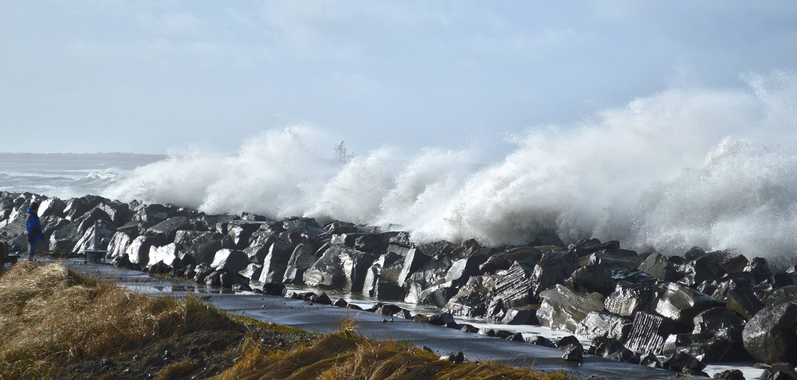 Crashing winter waves at the Marina
